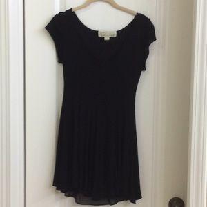 Short lined black dress
